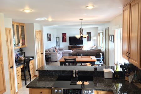 Home w/ Theater Room, Hot Tub, 13 Mins Downtown - Minneapolis