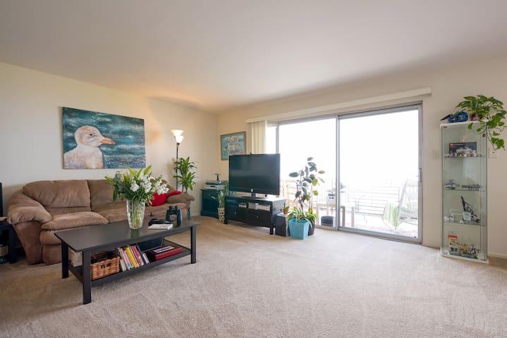 SF and Beach Views from Big Balcony - Alameda - Apartamento