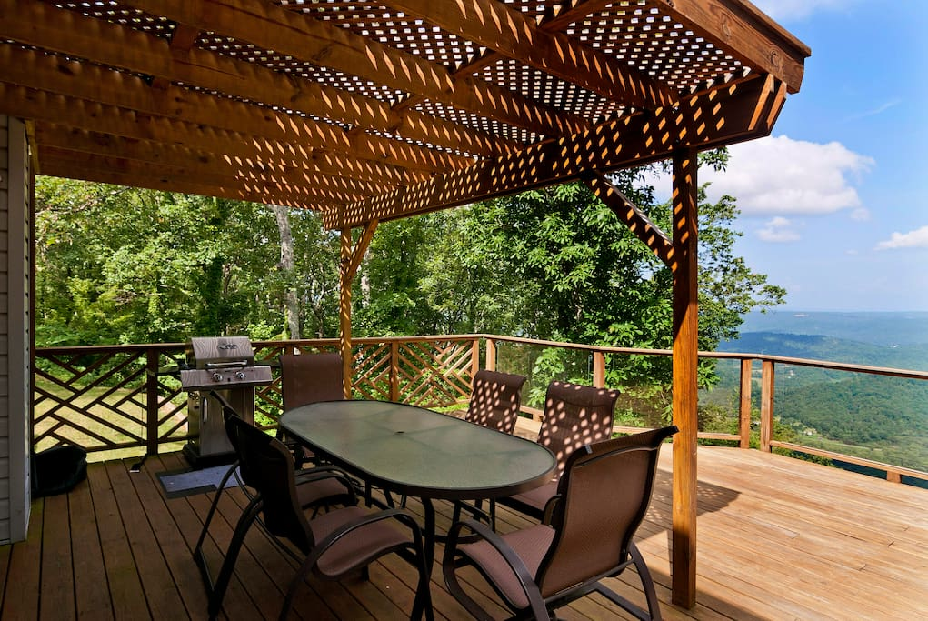 Outdoor dining on the deck under the trellis
