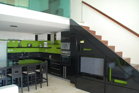 Beautiful 3br home, 1 block from beach and 5th - Playa del Carmen