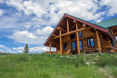 Log cabin with Mountain Views - Fairplay