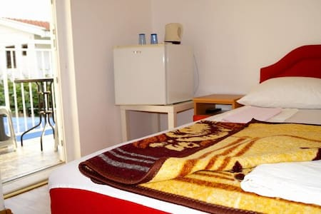 Small double room Marko - บุดวา