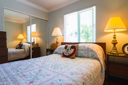 HB Cozy Room + breakfast 5 min from BolsaChica Bch