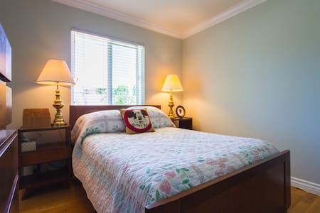 The Cozy Room Beach & Breakfast - Huntington Beach - Bed & Breakfast