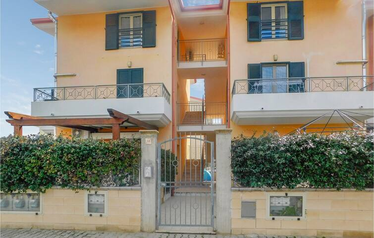 Holiday apartment with 2 bedrooms on 55m² in Montepaone lido