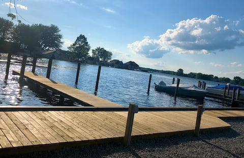 Lakefront Apartment with Awesome Dock