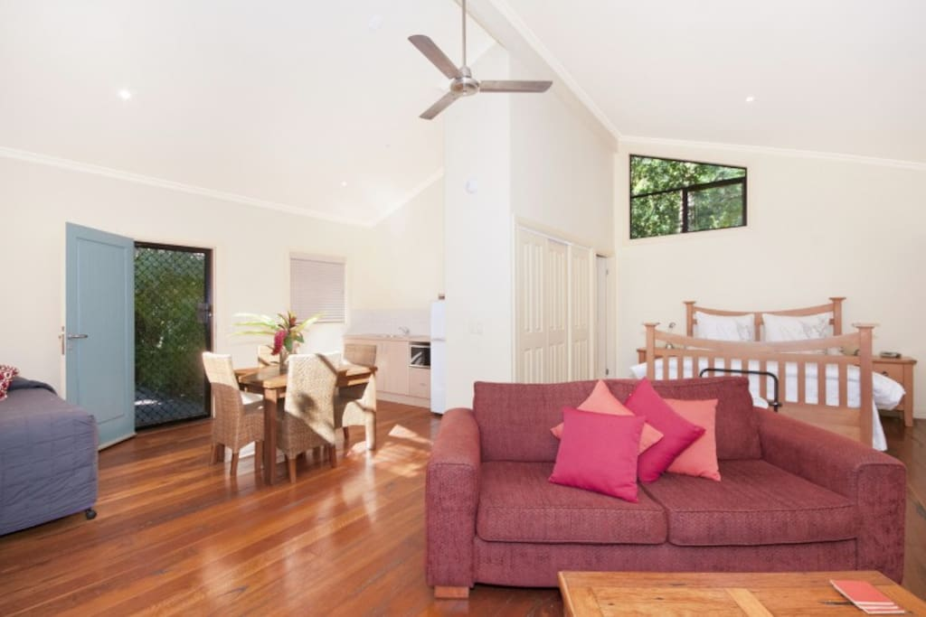 Internal Bottlebrush, timber floors, fans,high ceilings.