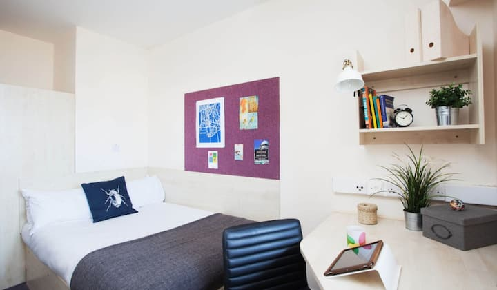 Student Only Property: Marvelous Classic en-suite room - LOS 12 months 10% off