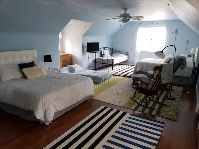 bedroom with extra twin mattress added when needed