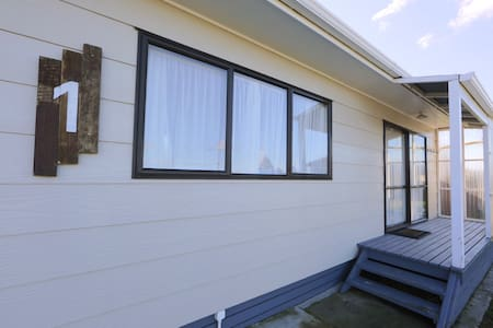 Self-contained one bedroom Unit - Hamurana