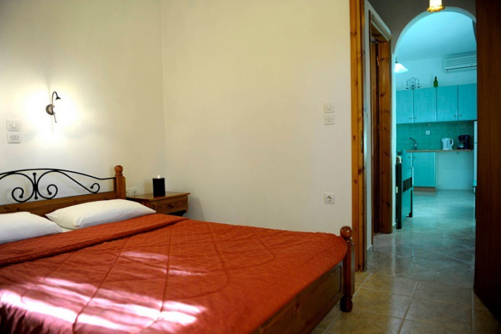 Spacious appartment, cool and quiet, ideal for families. The bedroom.