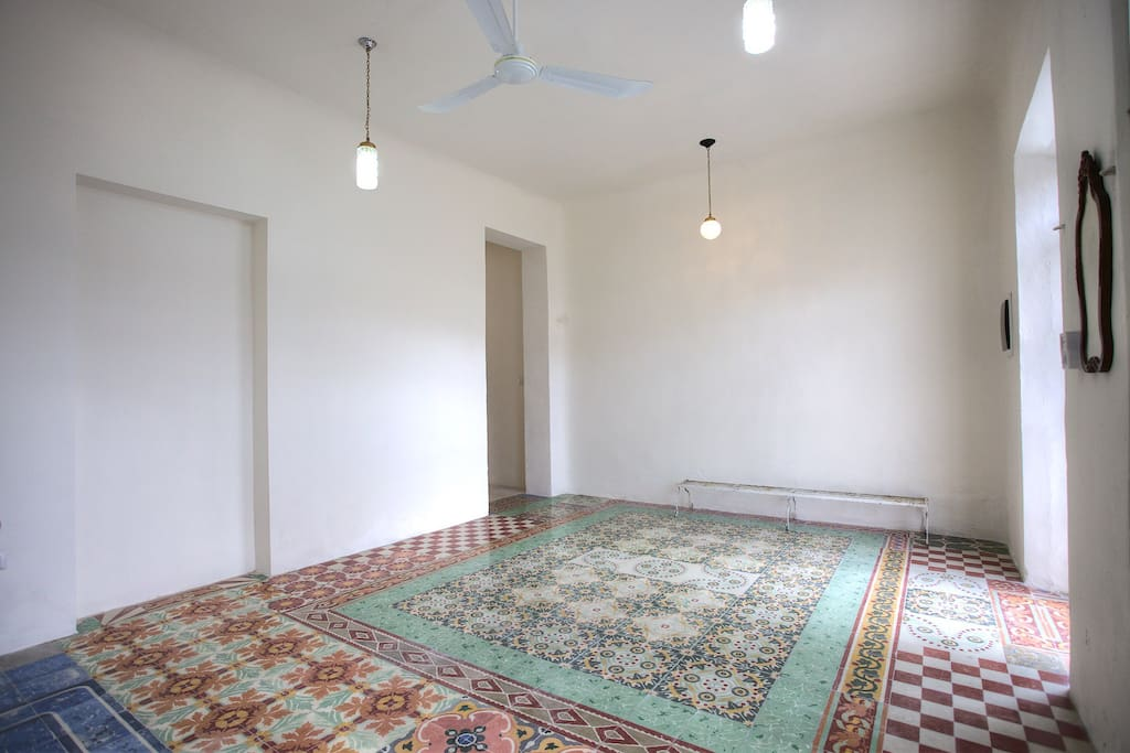 Front / entrance room