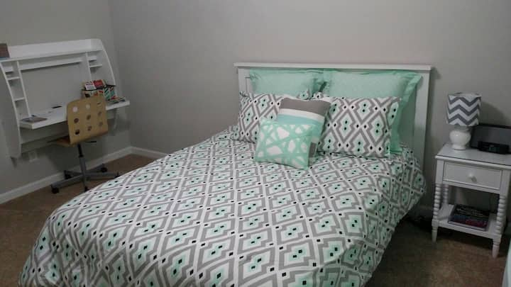 Simple and Clean Guest Room near Charleston SC