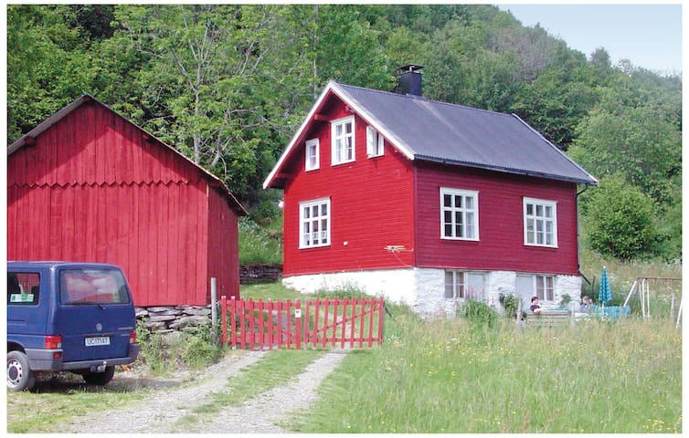 Holiday cottage with 3 bedrooms on 70 m² in Luster