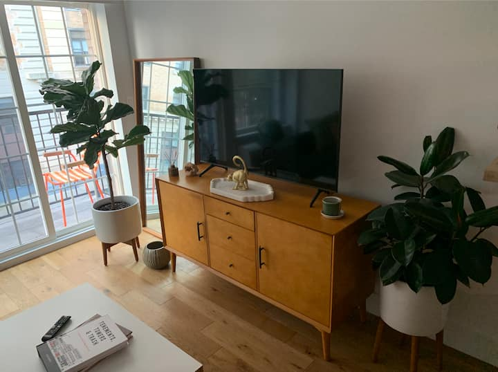Bright & Modern Live/Work Stay in West Bed Stuy