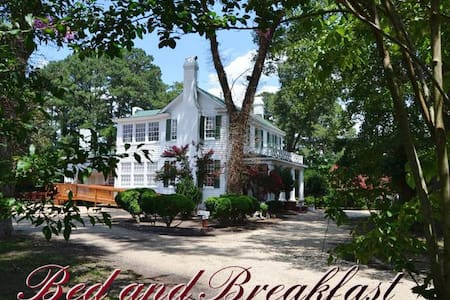 The Flanagan House Bed & Breakfast - Bed & Breakfast