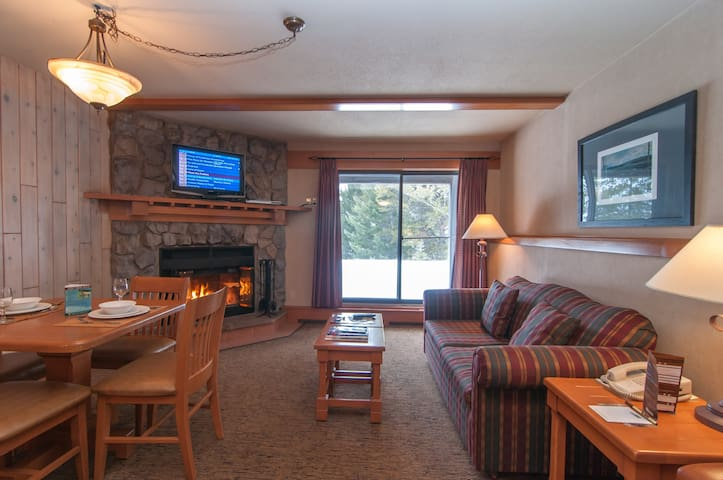 Cozy Rockies Getaway With Incredible Mountain View Hot Pools Access