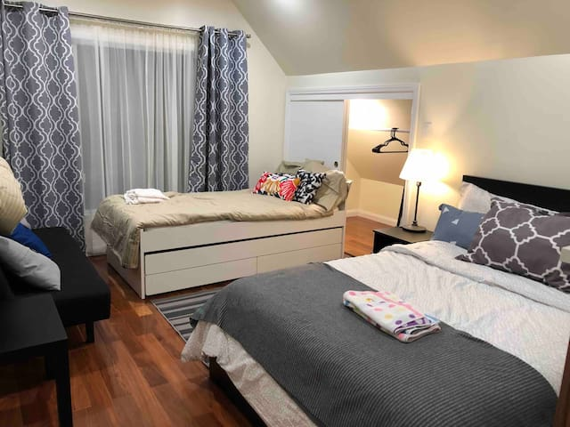 Cozy Room D with private bathroom in Portola, SF