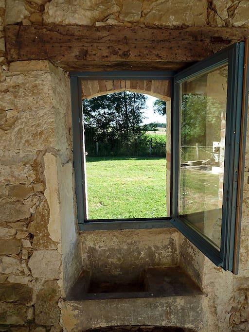 Fenêtre de la terrasse, donnant côté jardin