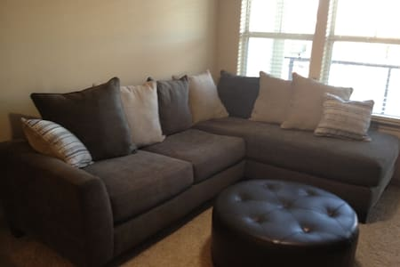 Cozy one bed and bath high rise! - Pearland