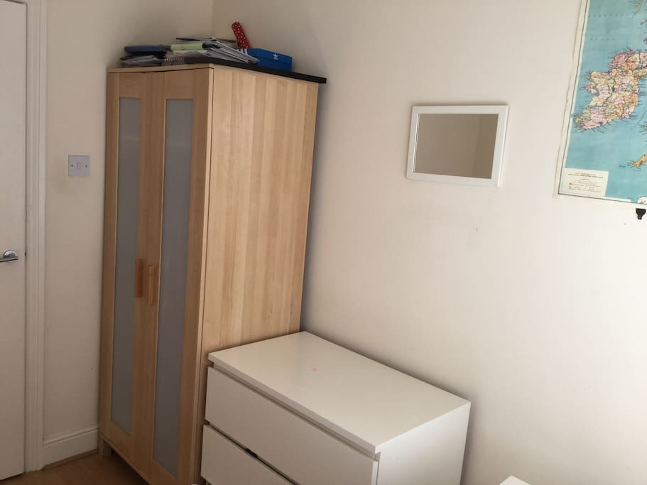Single bedroom (closet and chest wardrobe)