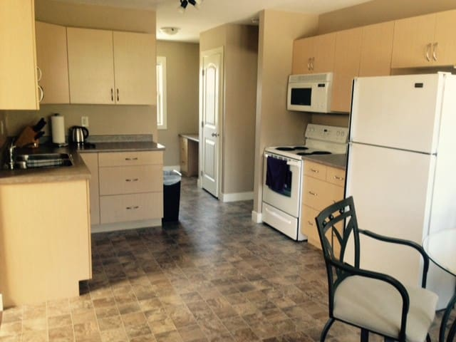 950 sq ft Vacation Suite w/full kit - Lake Country - Appartement