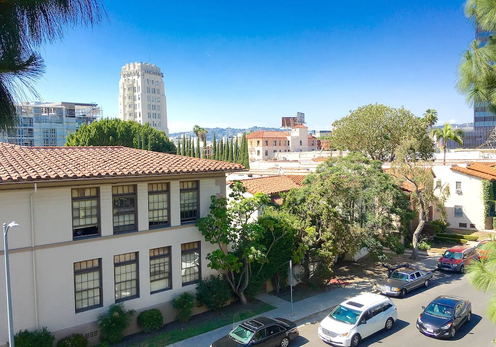 Bright 1bd. Apt. Miracle Mile gem!