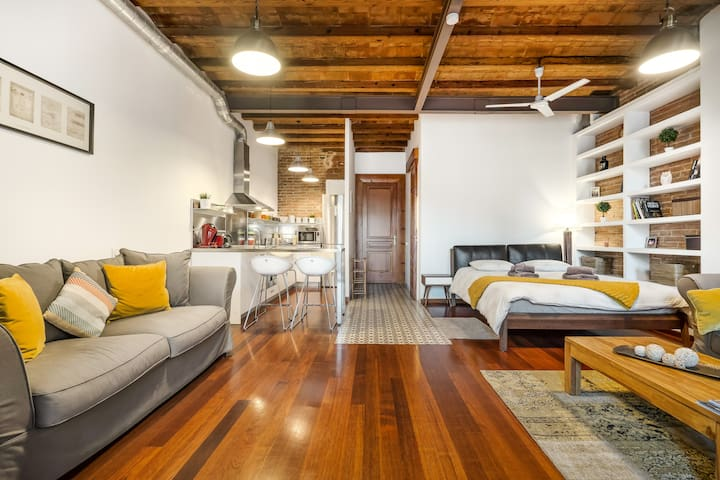 Enjoy Bohemian Living in an Industrial Gràcia Loft