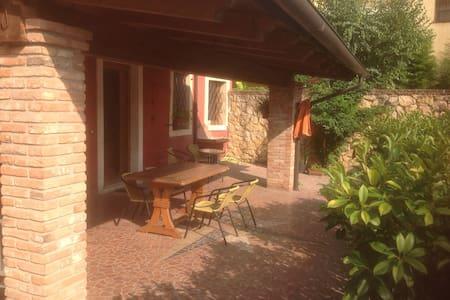 Grazioso appartamento romantico  con porticato - Monteforte d'Alpone