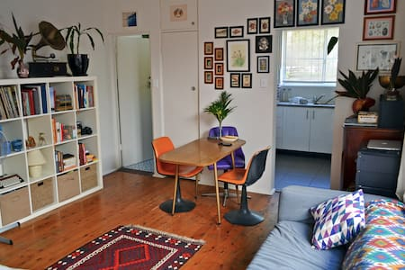 Cool & quirky large studio apartment near Newtown - Camperdown - Apartament
