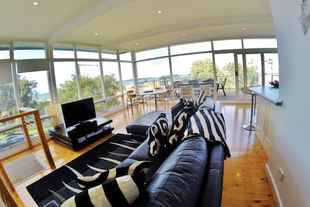 Adare Apartment with Ocean views ! - McCracken