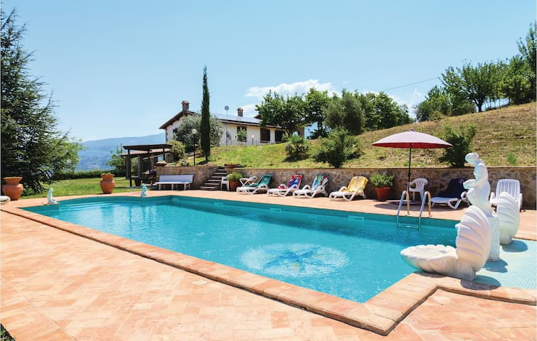 Holiday cottage with 5 bedrooms on 200 m² in Castel del Piano GR