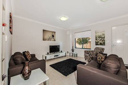 Premium 3 x 2 townhouses in prime Perth location! - Victoria Park - Villa