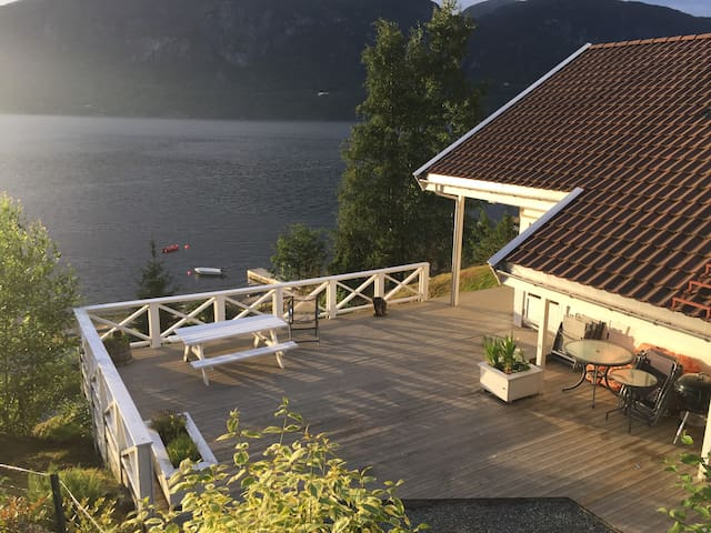 Villa by the sea in Hylsfjorden
