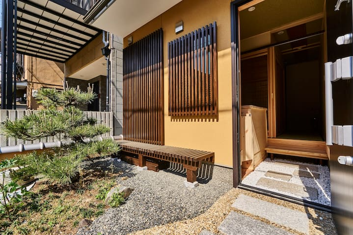 5ppl JR Nijo sta Enchanting Orange-Black House