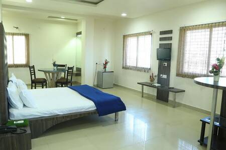 Room type: Entire home/apt Property type: Bed & Breakfast Accommodates: 13 Bedrooms: 10 Bathrooms: 8+