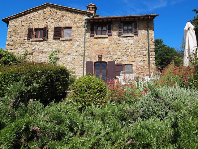delux farmhouse in the Chianti hills