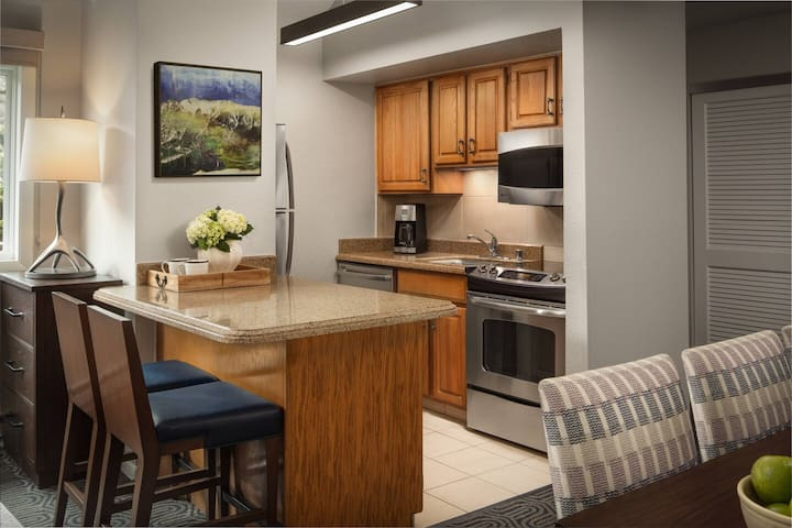 Fully equipped kitchen (Marriott site states room images may not correspond to the actual room received)