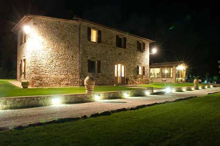 Large Villa in Todi with Pool - Todi - Huis