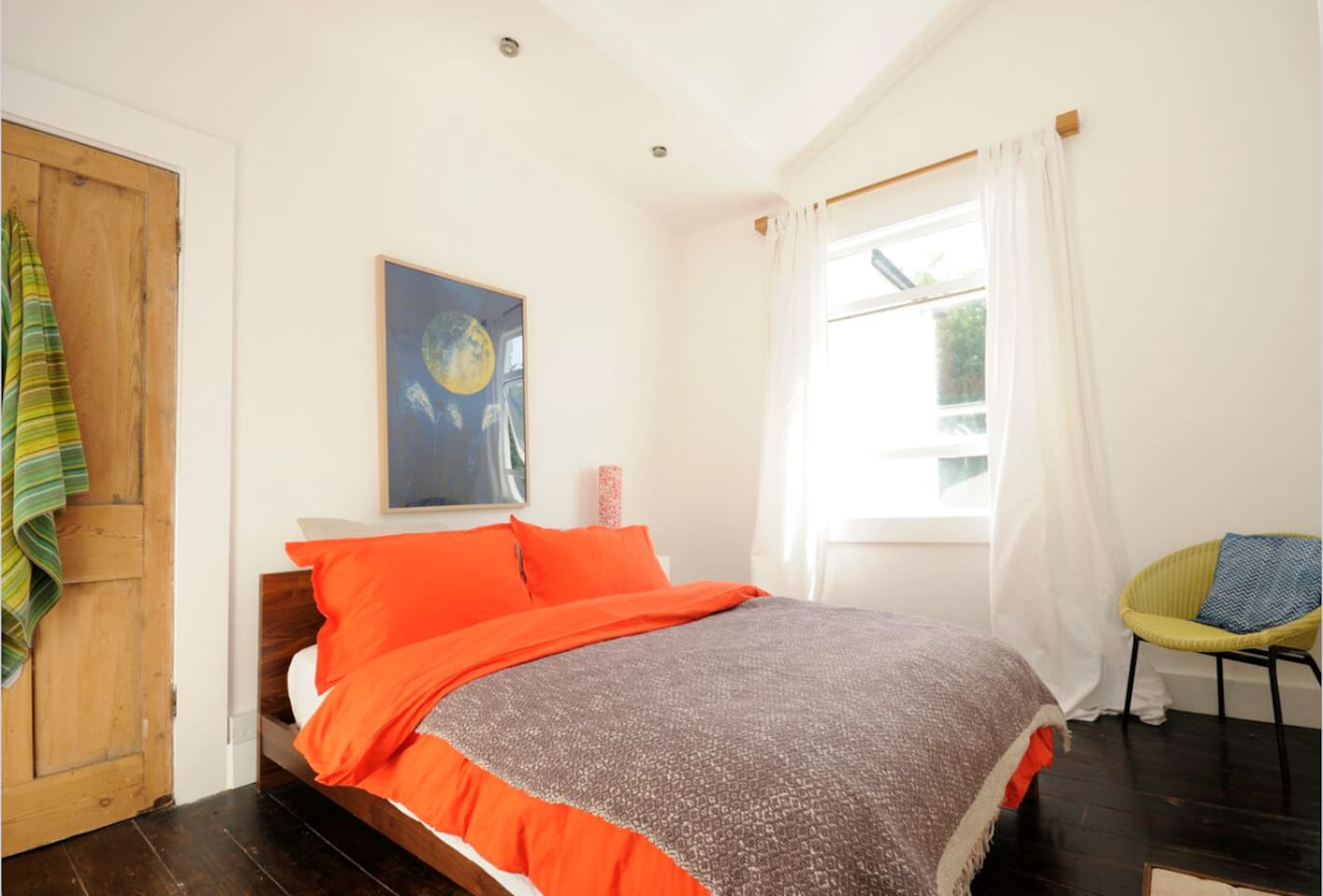 Light and airy double room overlooks garden