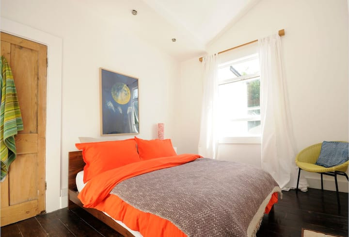 Lovely rooms by leafy park