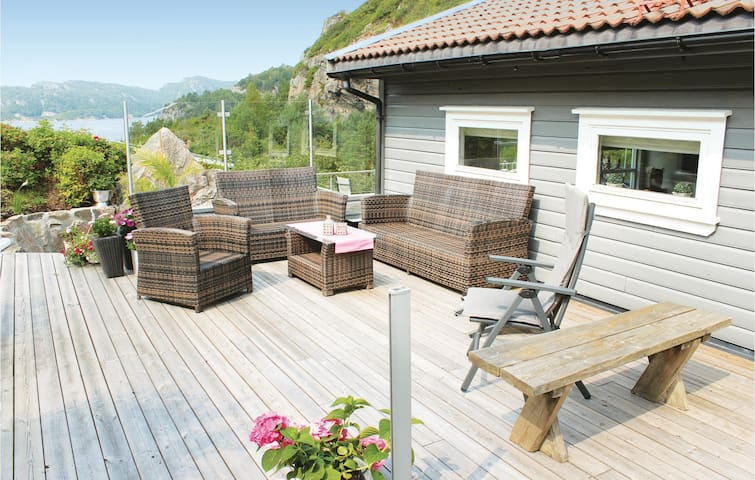 Holiday cottage with 5 bedrooms on 220m² in Lindesnes