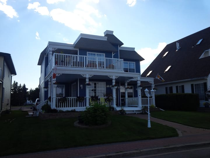 Edgewater Cottage & Suites 2bdrm