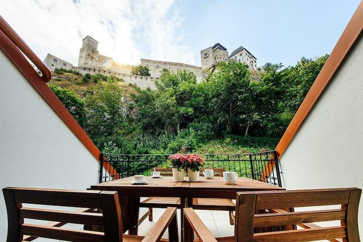 Loft priamo pod Trenčianskym hradom