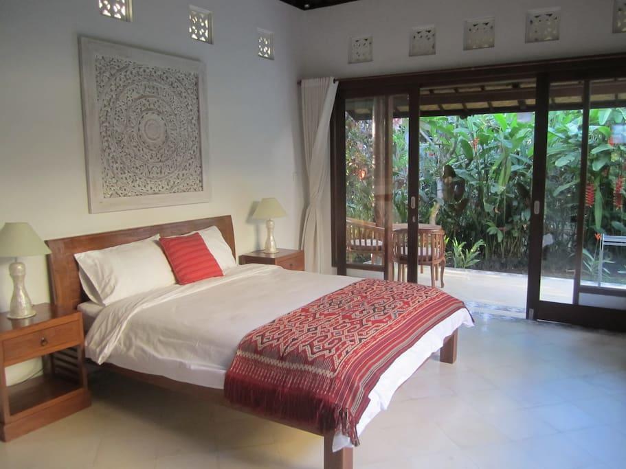 rumah tropis une oasis avec wifi rapide et climatisation fra che chambres d 39 h tes louer. Black Bedroom Furniture Sets. Home Design Ideas