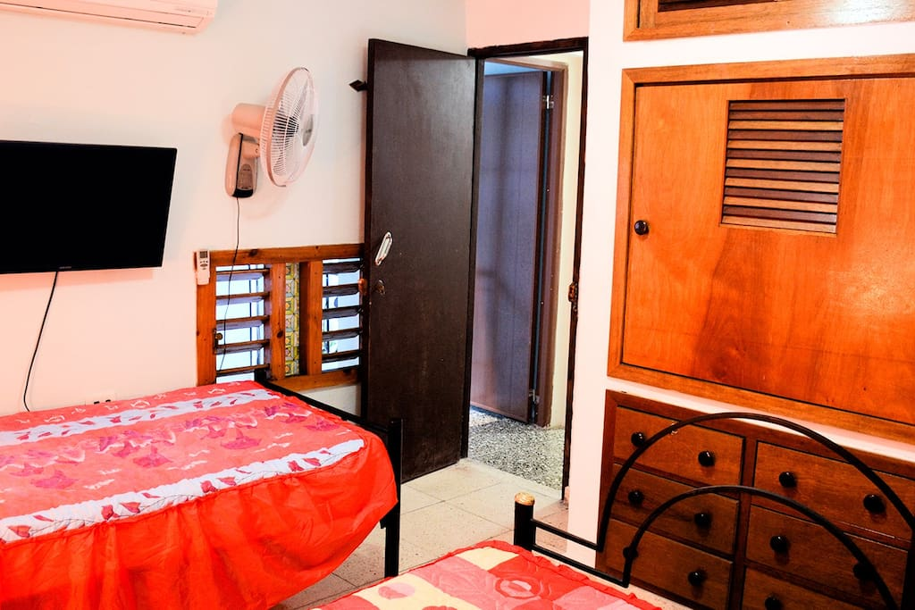 Habitación 4 (planta alta cama matrimonial + personal)