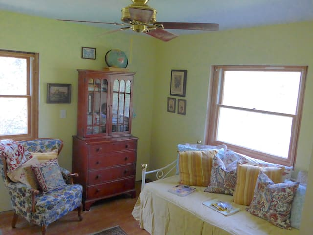 FURBALL COTTAGE - Moorestown - Hus