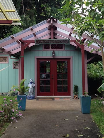 Magic Garden Cottage - Honokaa