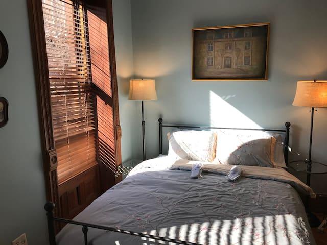 Queen Bed in the Sleeping Beauty master bedroom