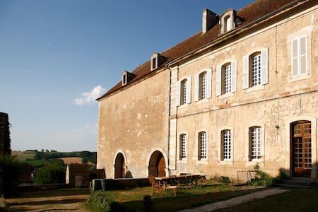 Gîte de l'Abbaye de Moutiers StJean - Moutiers-Saint-Jean